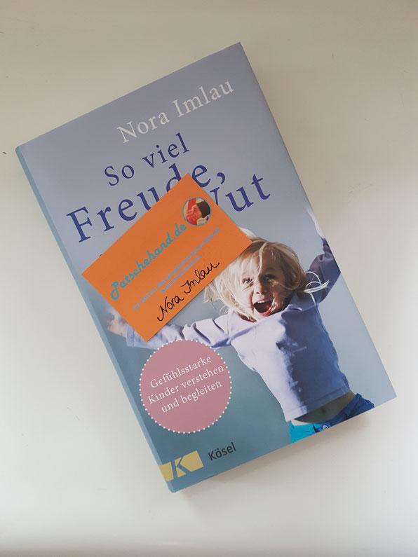 Neues Buch von Nora Imlau und Visitenkarte von Patschehand.de wurden signiert.