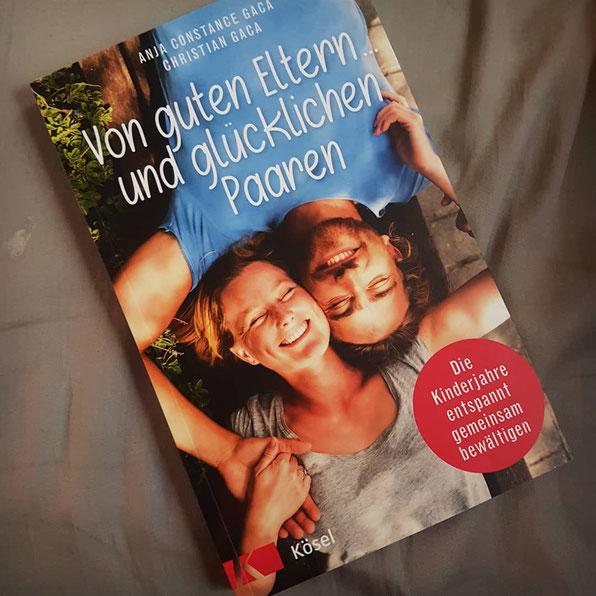 """Das Leben mit Kleinkind lässt nicht viel Zeit fürs Lesen: """"Von guten Eltern ... und glücklichen Paaren"""" in der Kritik auf Patschehand.de."""
