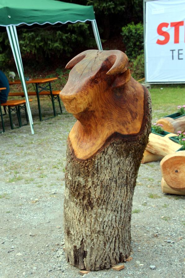 auch perfekte Holzschnitzkunst wurde gezeigt