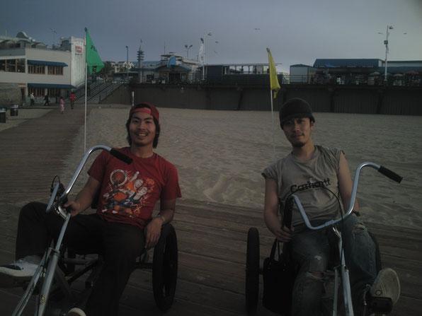 LAのサンタモニカビーチを相棒と3輪車で疾走していた時