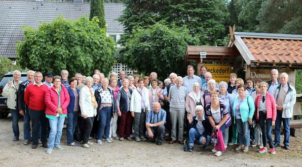 Mitglieder und Gäste während einer Tagesfahrt nach Celle