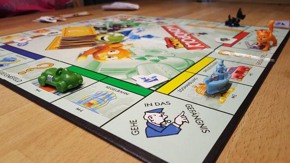 Das Spiel Monopoly Junior aufgebaut