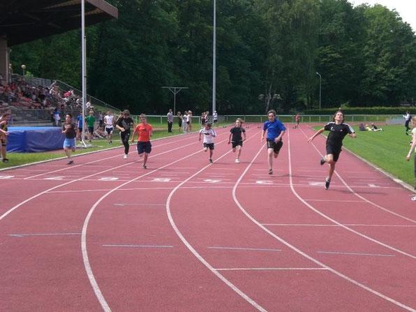 Axel Müller (ganz rechts) beim Sprint - er gibt alles!