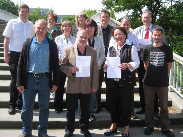 Die SchulleiterInnen sowie die Energiebeauftragten der Schulen im Stadtgebiet Wörth nach der Verleihung der Urkunden
