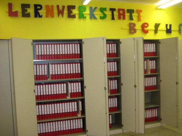 Die Portfolioordner werden in der Lernwerkstatt aufbewahrt