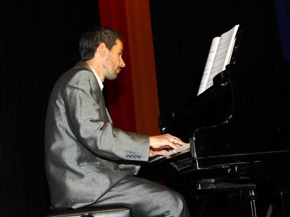 Stefan Reiser am Klavier