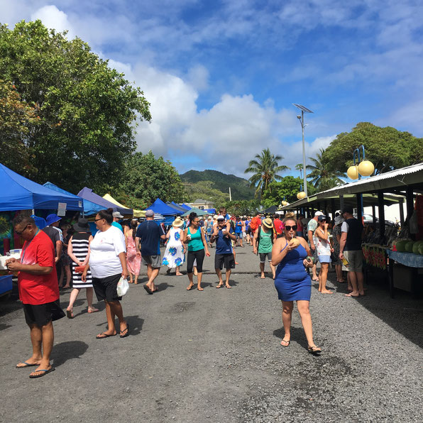 Punanga Nui market, Rarotonga market, Cook  Islands market, buy souvenirs, shopping at market,