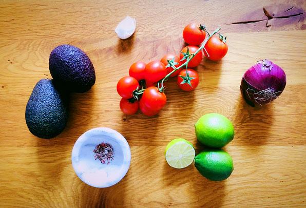 Zutaten für mein schnelles Guacamole-Rezept - by kamikatzedesign nina