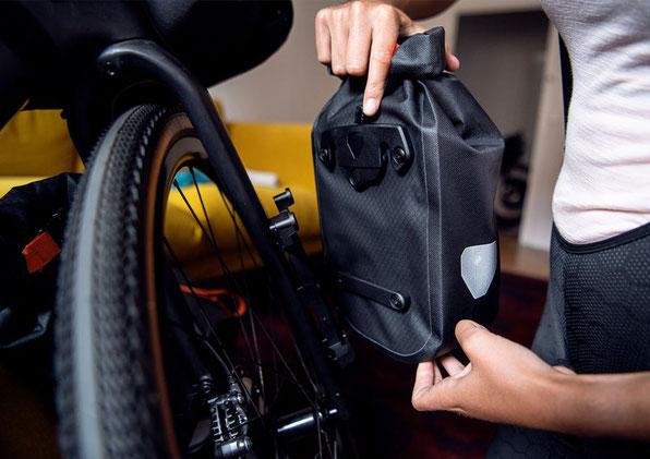 Ortlieb bietet für Bikepacking-Touren auch eine wasserdichte Gabeltasche.