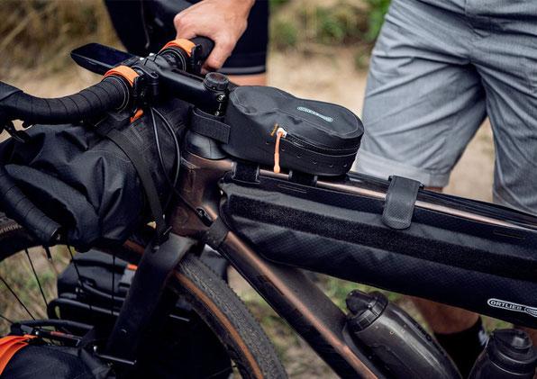 Cockpit und Rahmentasche ergänzen sich bestens an einem Gravelbike.