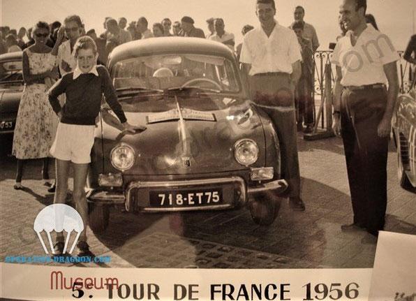 Photo de presse de Paul CONDRILLIER (à droite) lors du tour de France 1956 offerte à Gary DAVIS par Dominique, la fille de Paul lors de notre entrevue. Presented to Gary by Paul daughter in 2000