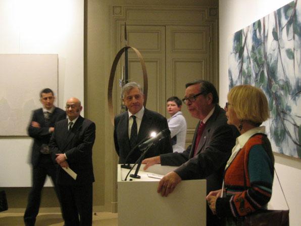 de droite à gauche Florence Desserin, au micro Bernard Libine adjoint à la vie culturelle du 20e, Michel Charzat maire du 20e en 2007
