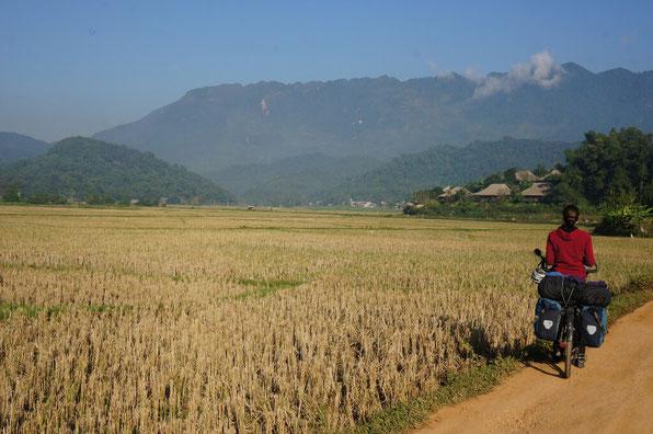 Village thaï autour de Mai Chau