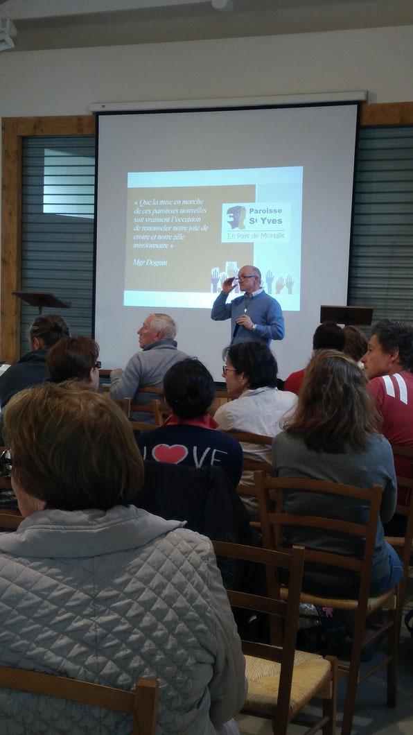 P. Yves Laurent répond aux questions des participants