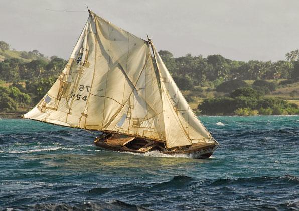 Nicht überall gibt es neue, weiße Segel.....HAITI, Feb.2014 .....Foto: Johan Depoortere.  Danke Johan !