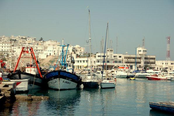 Landgang als Kletterabenteuer durch Fischmatsche...... in Tanger