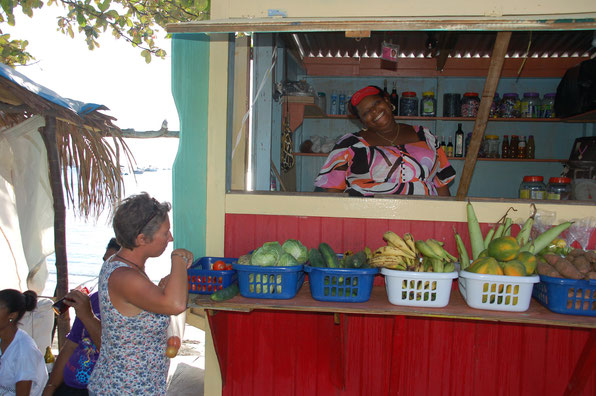 """Einer unserer Lieblings -""""Märkte"""": der kleine Vegiemarket von Denise auf Cariacou / SVG"""