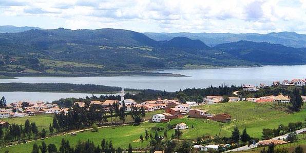 Die Ortschaft GUATAVITA musst umziehen in höhere Regionen, nachdem der Stausee um 50m aufgestockt werden musste. BOGOTA´war zustark gewachsen....Ein schöner Stopp auf dem Weg zur Laguna.