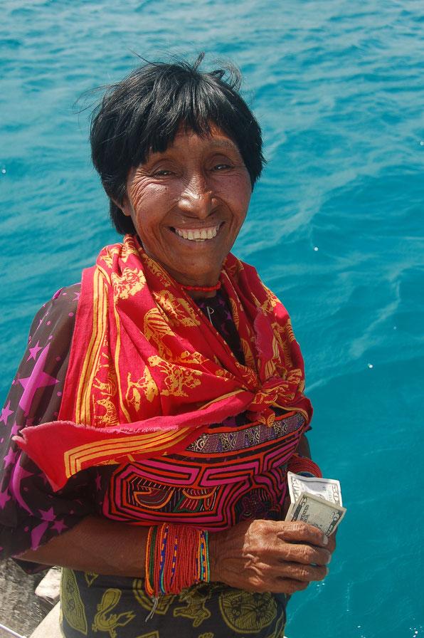 Alle zufrieden: Ein paar Molas, Armbändchen aber auch Dollares  haben den Besitzer gewechselt