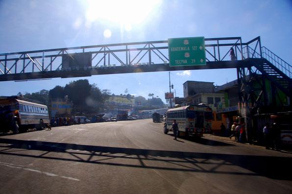 In SOLALA auf der Panamericana. Diese Strasse verbindet Alaska mit Feuerland....