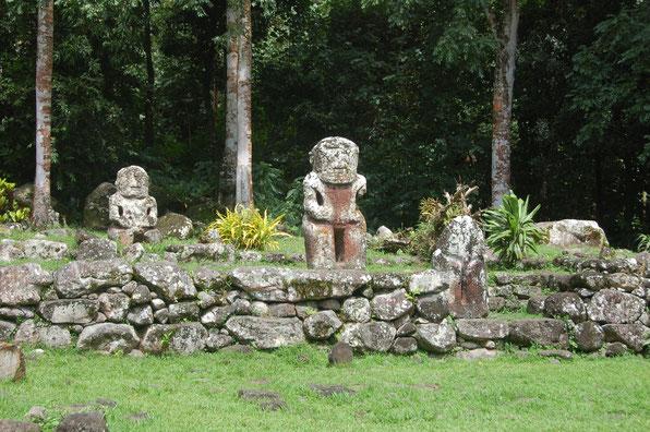 Opferplatz vergangener Kulturen: Alte TIKIs auf Hiva Oa