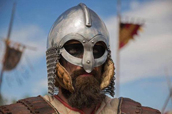Un bénévole avec un costume Viking à un festival en Pologne. Crédit : DAVID GUTTENFELDER, NATIONAL GEOGRAPHIC CREATIVE