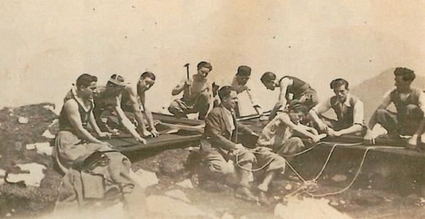 """L'innalzamento della Croce sullo Stivo - 1933 - foto apparsa su """"Vita Trentina"""""""