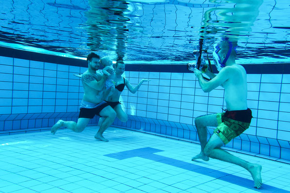 Baby Kinder kid kids unterwasser unter wasser underwater under water simon knittel fotografie maulbronn fotograf