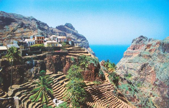Auf SAO ANTAO / Cabo Verde   Von hier bis ins nächste Dorf                   nur mit        dem Esel in 5 Stunden.