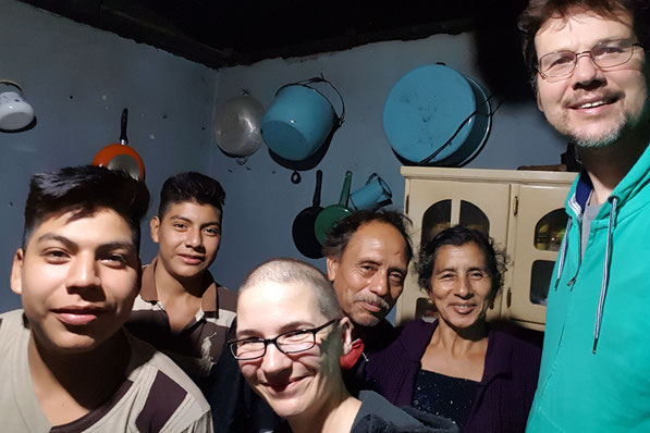 "v.l. Galindo, Gerado, Steffi, Genaro, ""Mama Linda"", Gerrit"