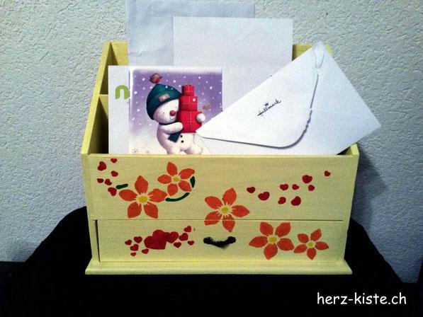 Briefständer gefüllt