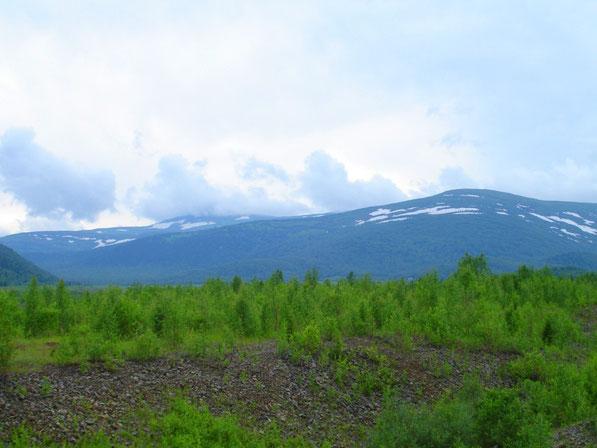 гора Бобровая в облаках (1674метра над уровнем моря 25.06.2011 года)