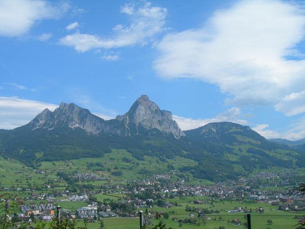 Blick vom Urmiberg bei Schwyz, von links: Haggenegg-Kleiner Mythen-Zwüschet Mythen-Grosser Mythen-Holzegg-Rotenfluh-Ibergeregg