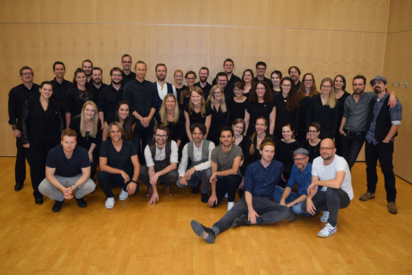 Der 21st Century Chorus mit Dada Ante Portas und KUNZ (Foto: Alisha Däschler)