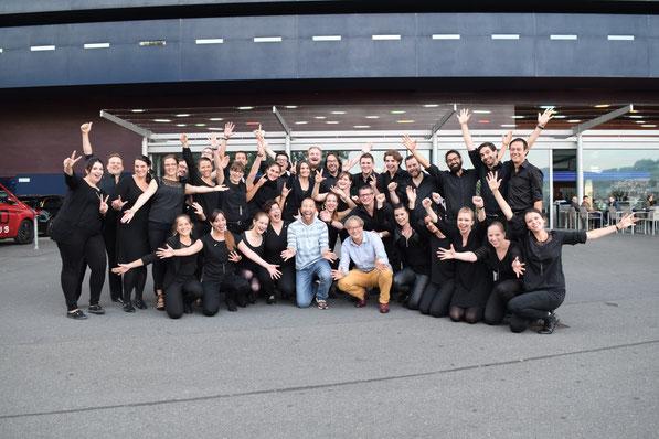 Der 21st Century Chorus, DJ Bobo und Ludwig Wicki (Foto: Pirmin Rohrer, Dank: Alisha Däschler)
