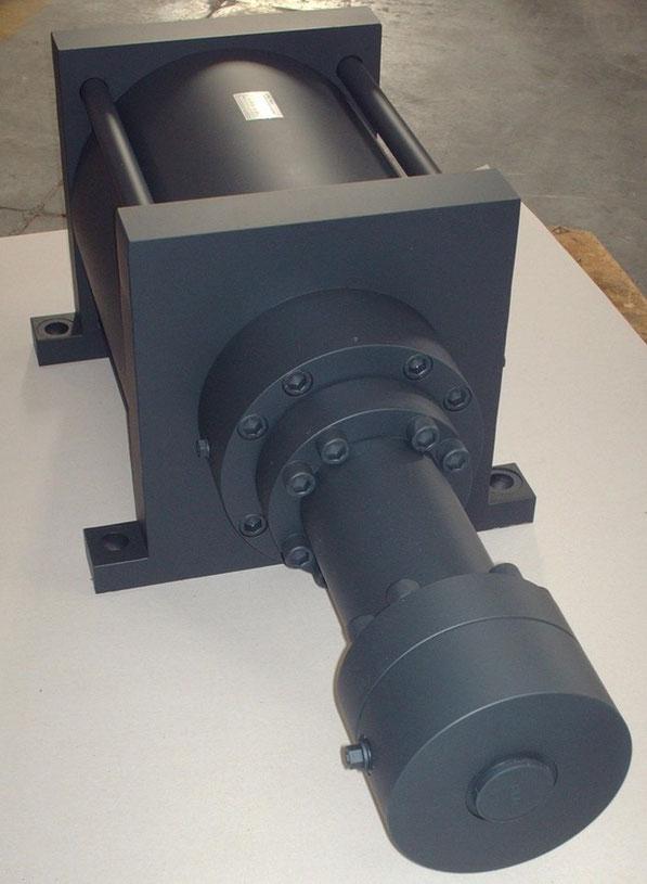 ,kompaut ,cylinder multiplier oil air, cilindro oleodinamico.