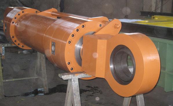 Cilindro oleodinamico, diametro 400mm, per ambiente siderurgico, con applicazione a trasduttore esterno, kompaut, italy, marnate, varese,