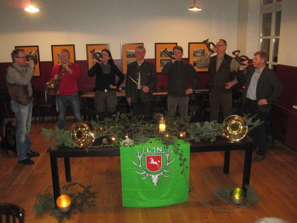 Wurden in das Corps aufgenommen: Sören Bruhn 2.vL, Uta Neelsen 3.vL, Stefan Gäbelein 3.vR, Hans-Bernd Windscheid 2.vR