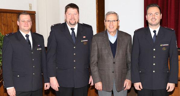 Unser Ehrenkommandant Willi Lang wurde am 28.11.2016 von unserem Bürgermeister Markus Vollmer und dem Gemeinderat die Bürgermedallie verliehen.