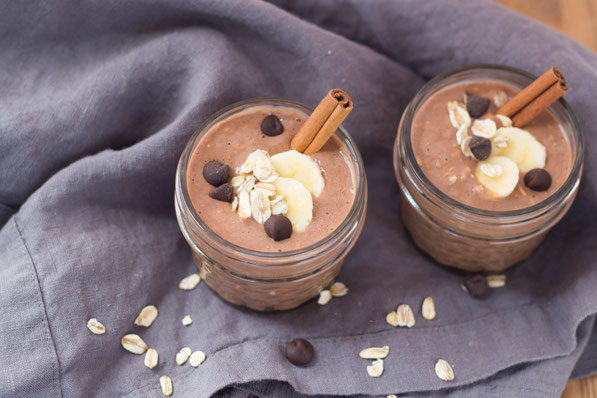 Chocolate-cinnamon overnight oats taste like dessert for breakfast! Everyone will enjoy this high protein, gluten free, vegetarian breakfast recipe.