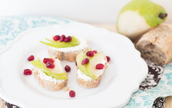 Easy and healthy holiday appetizer!  Pear and pomegranate crostini recipe.