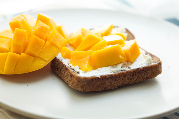Easy mango toast and tips for healthy snacking!