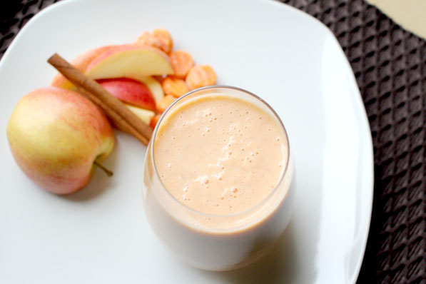 Healthy orange dreamsicle smoothie!  Apples, carrots, and cinnamon make this smoothie healthy and delicious! - by homemadenutrition - www.homemadenutrition.com