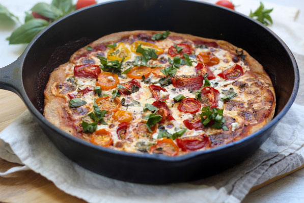This light and healthy tomato and cheese skillet pizza is the perfect family-friendly vegetarian dinner recipe!