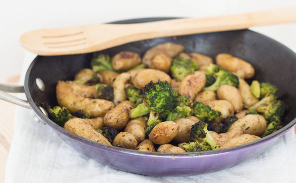 These easy roasted potatoes with broccoli make the perfect complement to any weeknight meal.  Just add your favorite cooked protein and you've got a quick, healthy dinner!