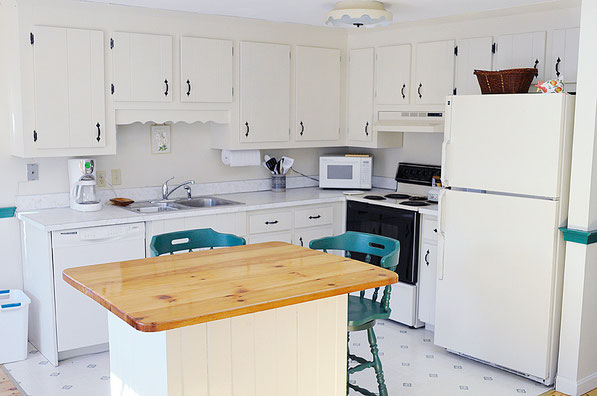 fully equipped kitchen and dining island