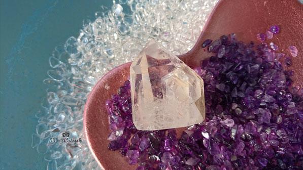 www.mary-cadogaki.com/healing-stone-1/quartzinquartz/