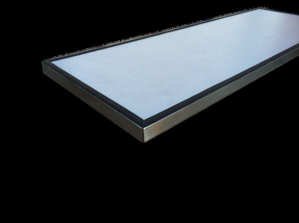frente de cajón de acero inoxidable,  parte interior con madera gris y goma perimetral
