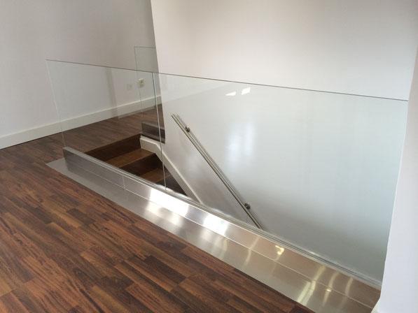 Barandilla de cristal con acero inoxidable de diseño y lujo