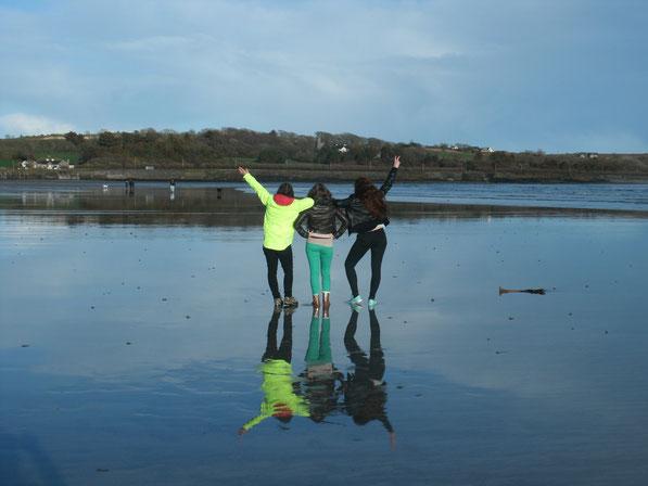 Wir coolen :D Super cool wie wir uns im Wasser spiegeln